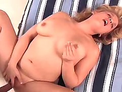 Babe w natural big boobs get nailed