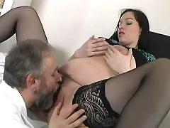 Old doctor licks pregnant brunette